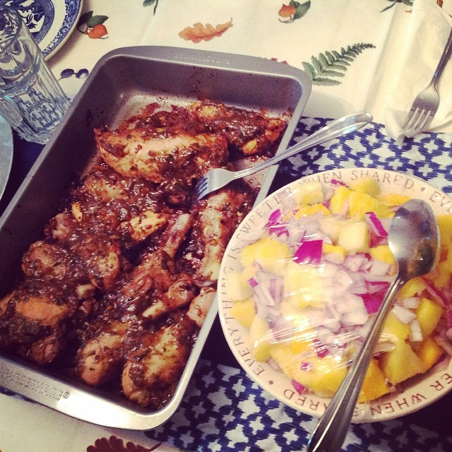 #guyfieri's #brick #chicken baked with the #apricot #mint #chimichurri next to my favorite #pineapple #mango #RedOnion salad. #eatnaturally #livehappily #thecitruslife #familytime #familydinner #family #mondaynightdinner