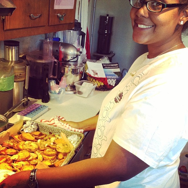 I love when she comes cause then I get to eat well especially when I'm sick. #twin #twinning #twinsister #roastedveggies #sweetpotato #onions #potatoes