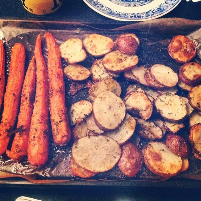 Simple Eating. My #twinsister #twinny roasted these bad boys and they were sooooo yummy. #carrots #potatoes #eatnaturally #love #twinning @OlgaMontanezMartinez