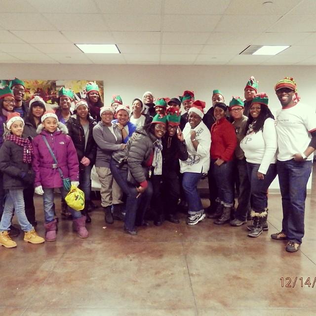 At The Crossroads Food Pantry with the #NewYorkUrbanLeagueYoungProfessionals #NYULYP Had a great time serving people. Can you spot me? #connect #livehappily #happyholidays #thecitruslife