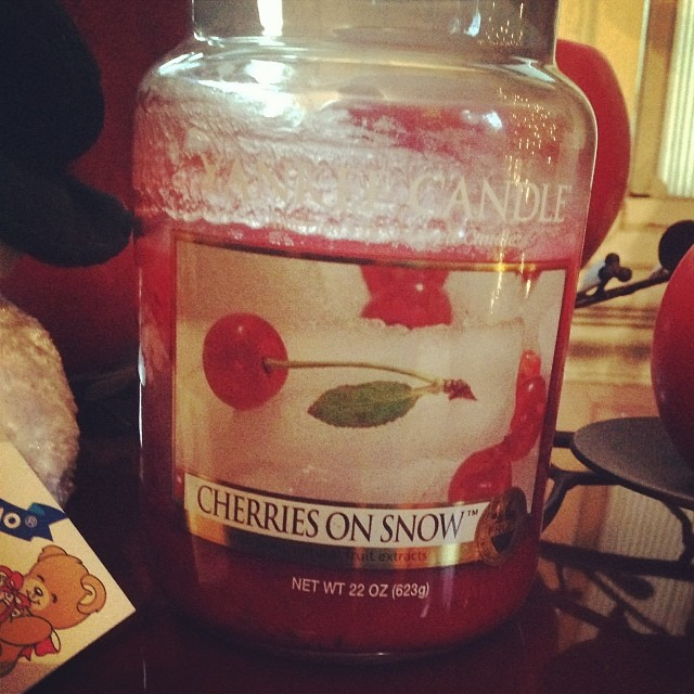 This #cherriesonsnow from #Yankeecandle is the perfect scent to share today on #snow day in #NYC #livehappily