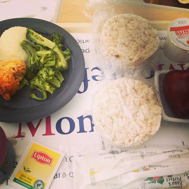 They must have either had a really hard time deciding what dinner should look like for the vegetarian or they didn't even try. I enjoyed the rice cakes regardless and scraped the fish. I think my goal is clear: help hospitals to help their patients eat for life. #joinmeonmyjourney #keepitfresh