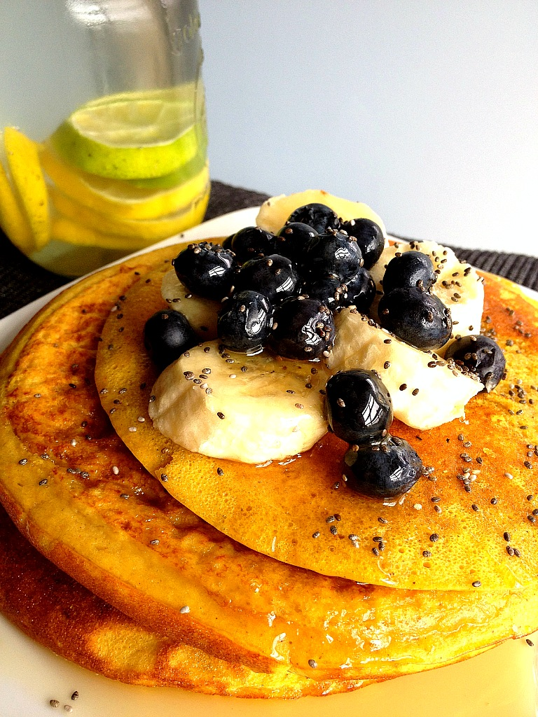 fitmencook: Curry-spiced Pumpkin Protein Pancakes with Chia seeds, Blueberries & Banana with organic raw Orange Blossom Honey. Besides providing a nice spiced flavor to food, curry powder has been known to have antioxidant and anti-inflammatory properties. Approx macros (just for pancake batter): 45g protein, 31g carbs, 11g fat  INGREDIENTS: 1 scoop Dymatize ISO whey, ¼ cup Almond Milk (unsweetened), 2 tbsp organic pumpkin puree, 1 egg, 1 egg white, 1/3 cup Oat Flour, 1tsp coconut oil, 1 stevia packet, 1tsp baking powder, 1/2tsp cinnamon, 1tsp curry powder,1/2tsp nutmeg, splash of honey