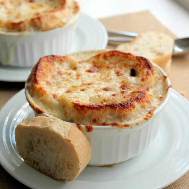 mytongueissmiling: Vegetarian French Onion Soup