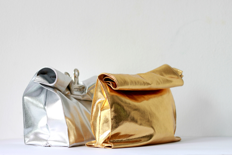 what-do-i-wear: metallic crinkled leather pouch(image:love-aesthetics)