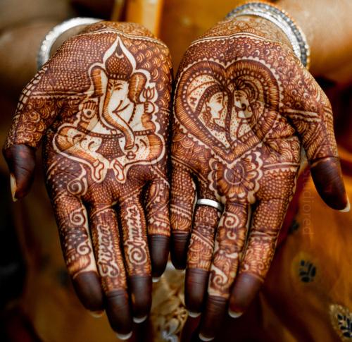 Find their names! #MendhiLove