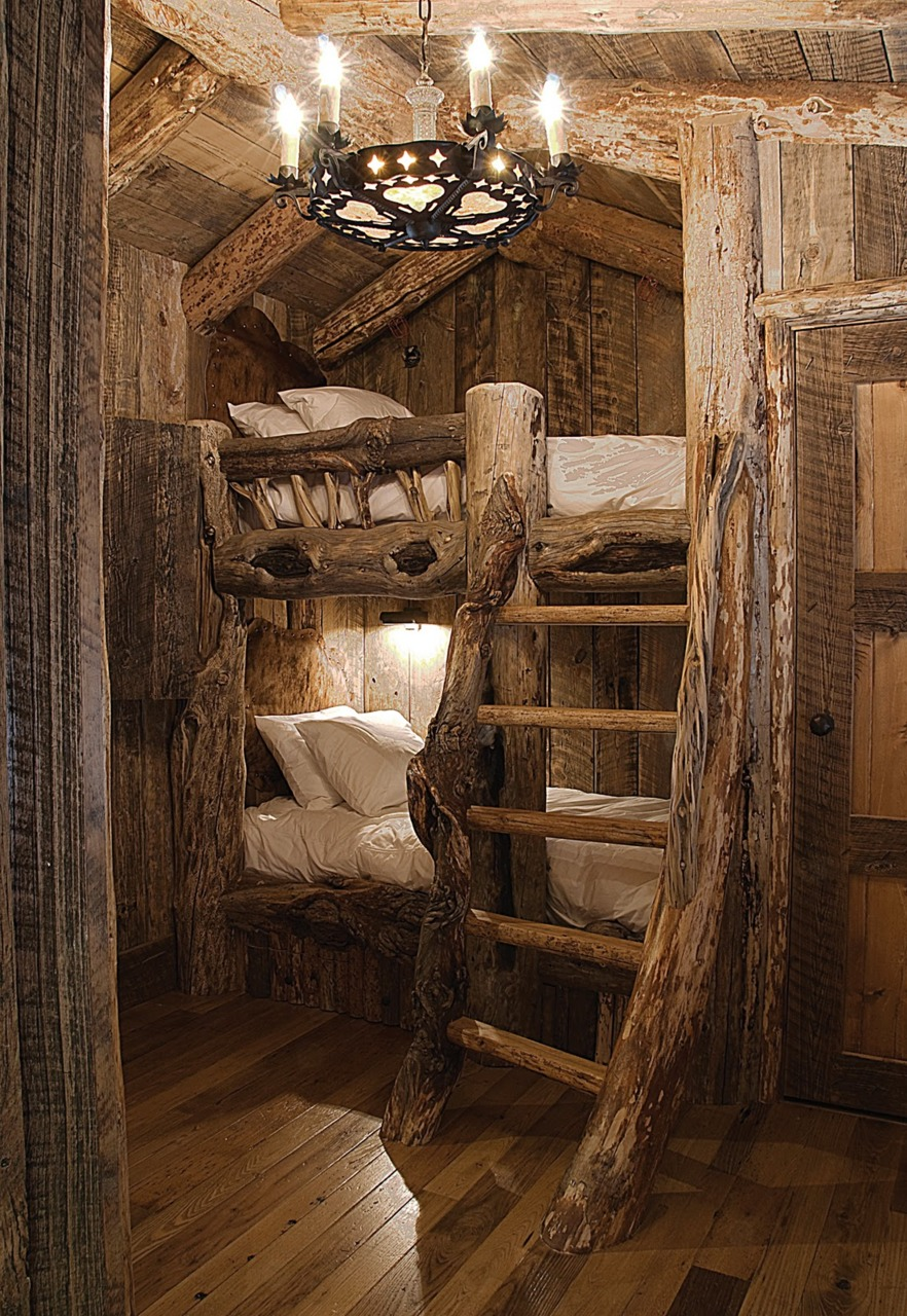A beautiful cabin to entertain for a week. Love the chunky log layout.