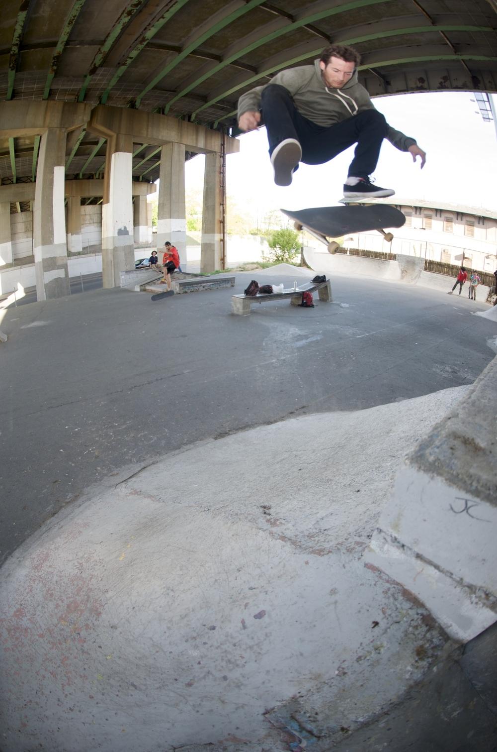 CHRIS 'COOKIE' COLBURN / KICKFLIP / NB, MA