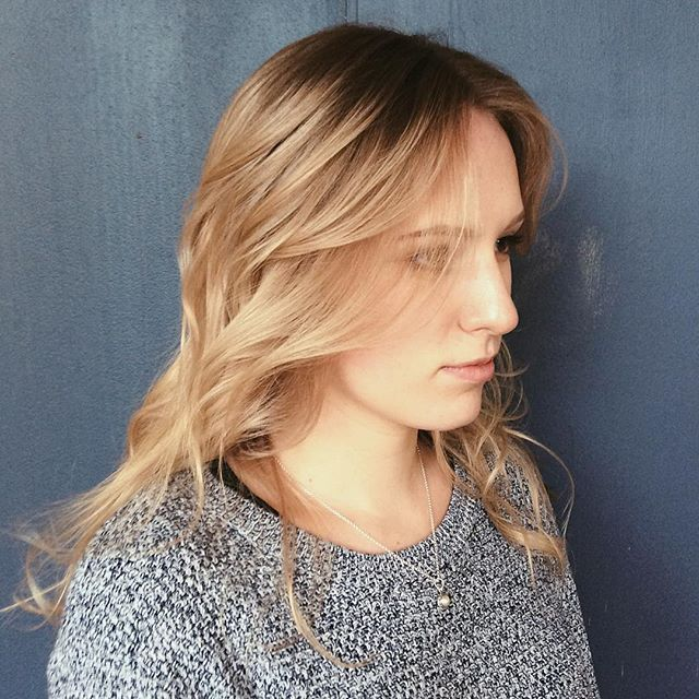 [ Hair Advice / Tips & Tricks ] here👆🏼; you witness a root stretch [ & Baby Lights ] by Mona Vale's talented technician, Amy. The process of a root stretch magically extends the roots of previously bleached hair (using similar coloured dye), to the point where your roots will make up majority of your hair mass, to look natural, healthy and beautiful ✔️ . #BabyLights #Balayage #HairAdvice #HairTips #RootStretch #Ombre #WellaProfessionals #WellaProANZ #HairShoot #Curated #ColouredHair #HairColour #StraightHair #Blonde #BlondeHair #InstaLove #WomensHair #Hairdressing #HairSalon #Salon #SalonLife #HairdressingLife #HairdresserLife #Stylist #StylistLife #HairstylistLife #SydneySalon #MonaVale #Sydney #NorthernBeaches