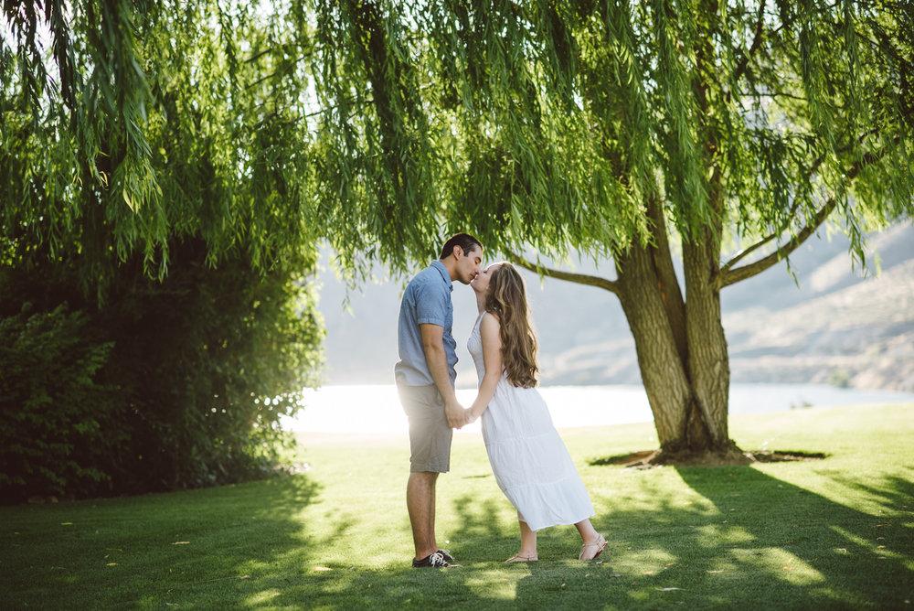 seattle engagment photographer lake chelan engagement photographer karissa roe-31.jpg
