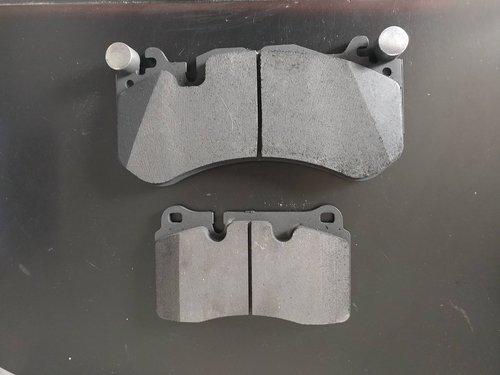 4-vs-6+piston+caliper+pads.jpg