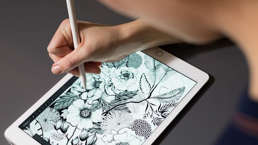 Maggie Sichter In The 2016 Apple Keynote For IPad Pro - Maggie Enterrios