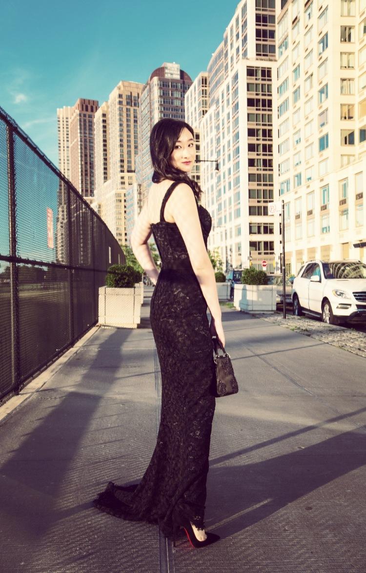 图为穿着Dolce&Gabbana的杨静竹