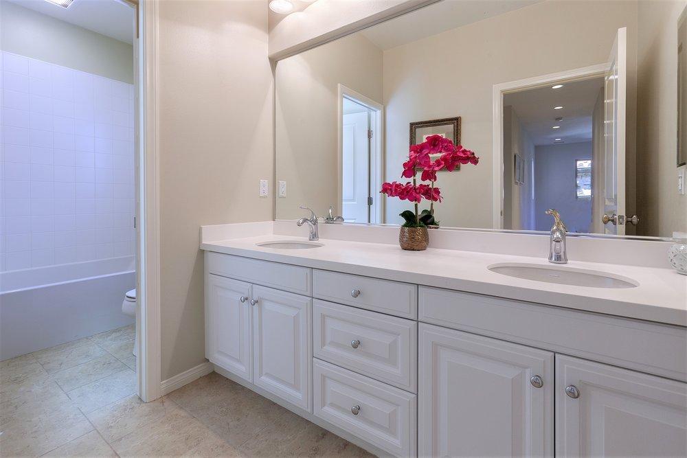 49 Bianco - bath 2.jpg