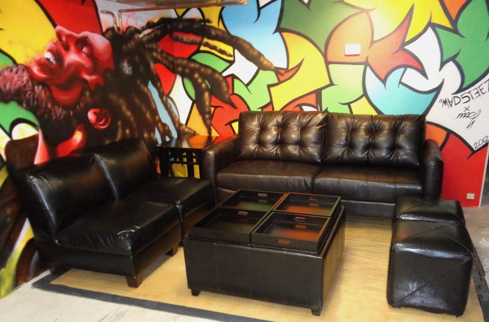Black Leather Lounge