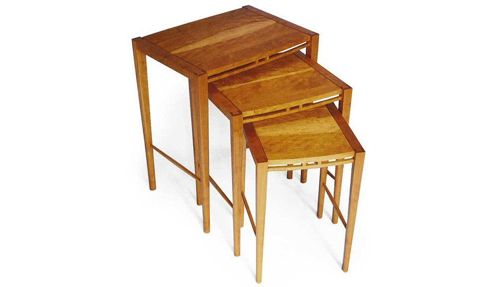 Pavo Nesting Tables
