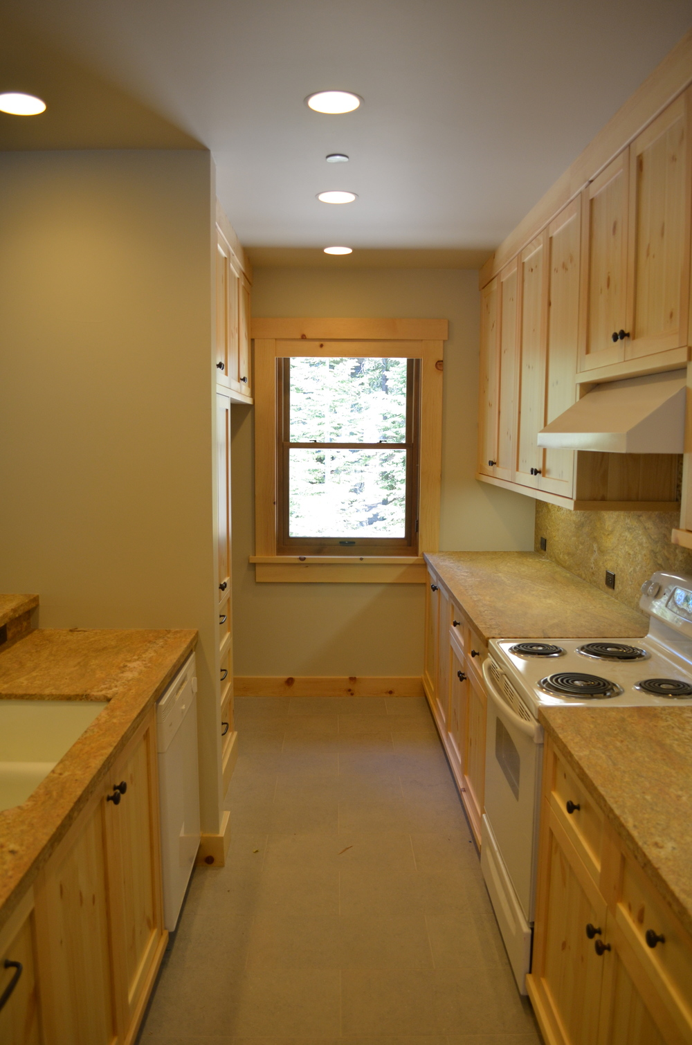 TAHOE KITCHEN 3.JPG