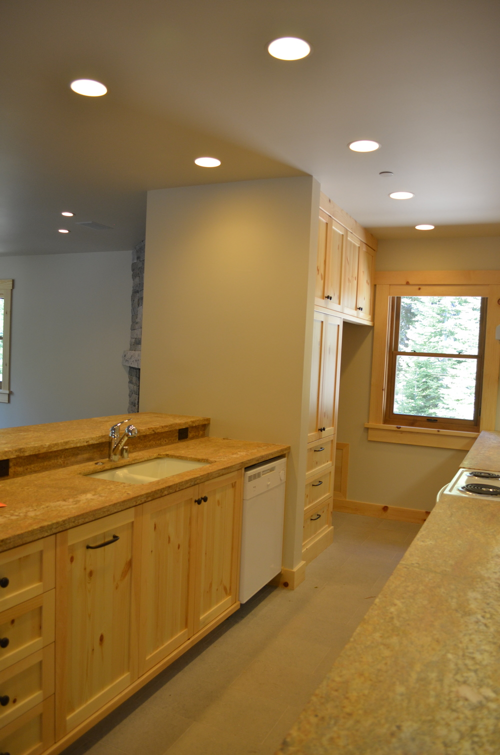 TAHOE KITCHEN 2.JPG