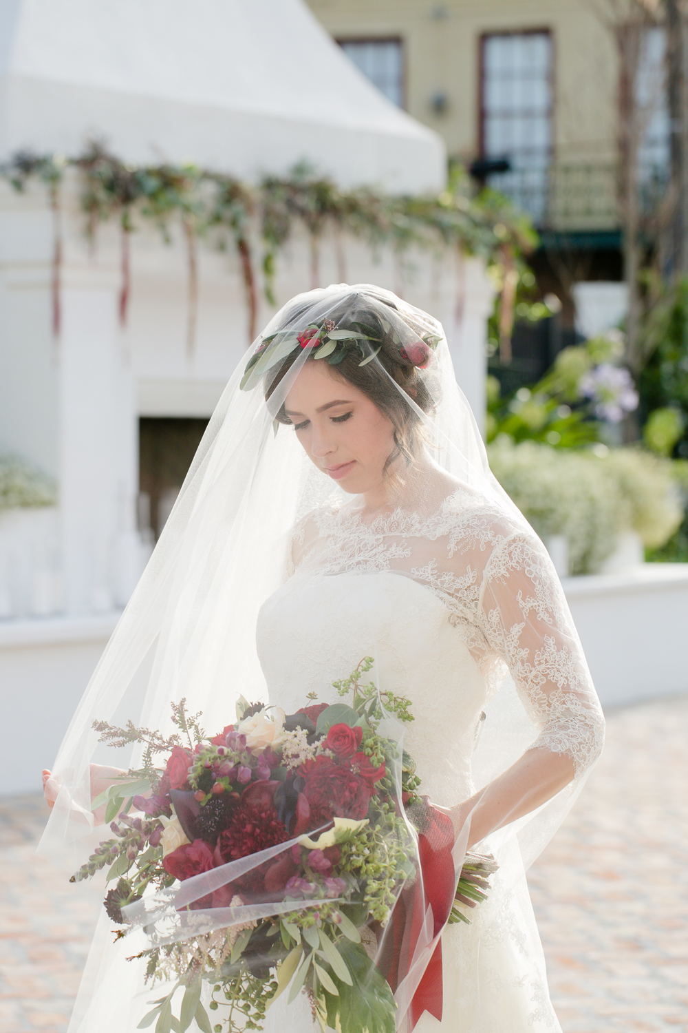 portrait bride bouquet veil2.jpg