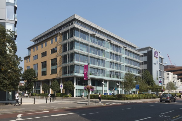 OFFICE - INVESTMENT - ACQUISITION    Ealing Gateway - 26-30 Uxbridge Road   127,000 sq ft West London Office Investment   Client:  Aviva   Vendor:  TH RE   Price:  circa £51m