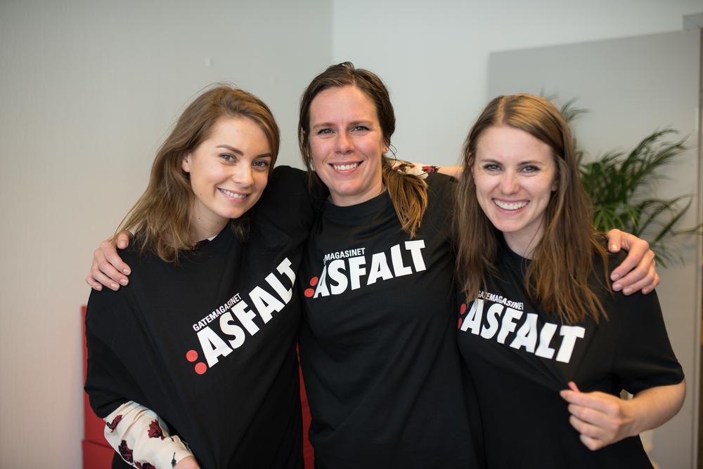 Kristin Hofsli (f.v), Jorunn Busk og Hanne Høyland i redaksjonen med våre nye T-skjorter.
