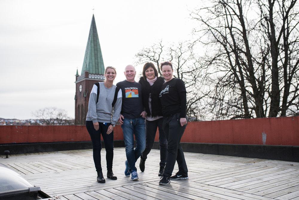 Her er gjengen bak funkishuset fra venstre: Student Marita Wassbak, Vernepleier Terje Bruvik, Sosionom og daglig leder Åse Odland og Fagansvarlig sykepleier Ragnhild Klungtveit .