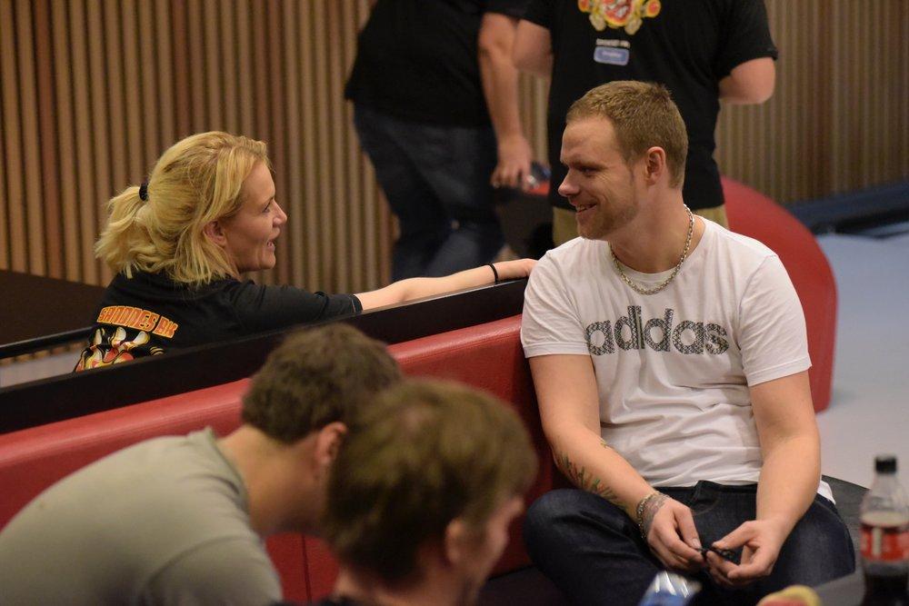 Anders Lysne bruker bowlingen for det det er verd; her får han komme seg ut og snakke med folk om alt annet enn rus.