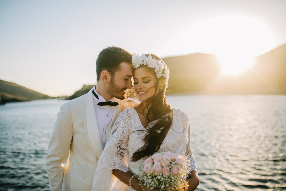 Bir sahil düğünü öncesi, gün batımında çekilen bir Bodrum Düğün Fotoğrafı