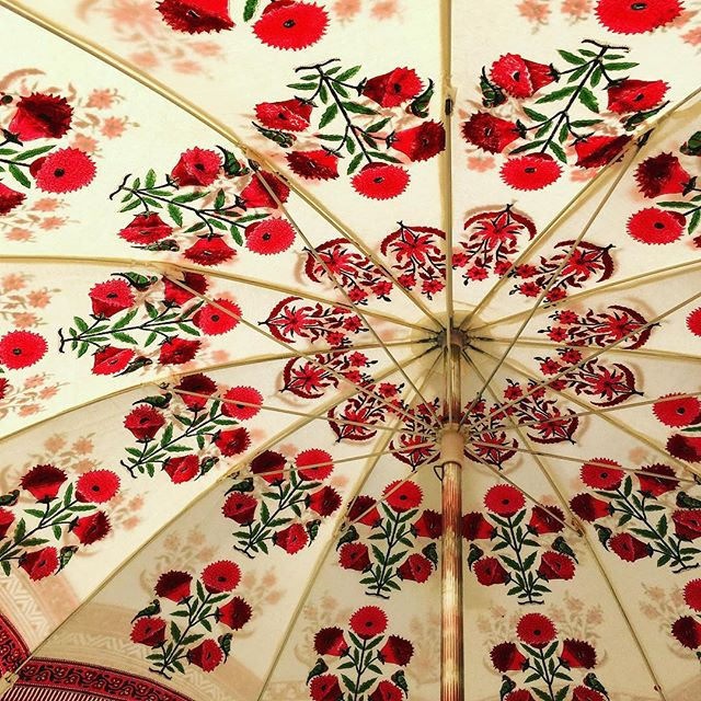 Happiness is a double sided, block-printed parasol. Happy 3 year Anniversary to us 👏🏼👏🏼👏🏼