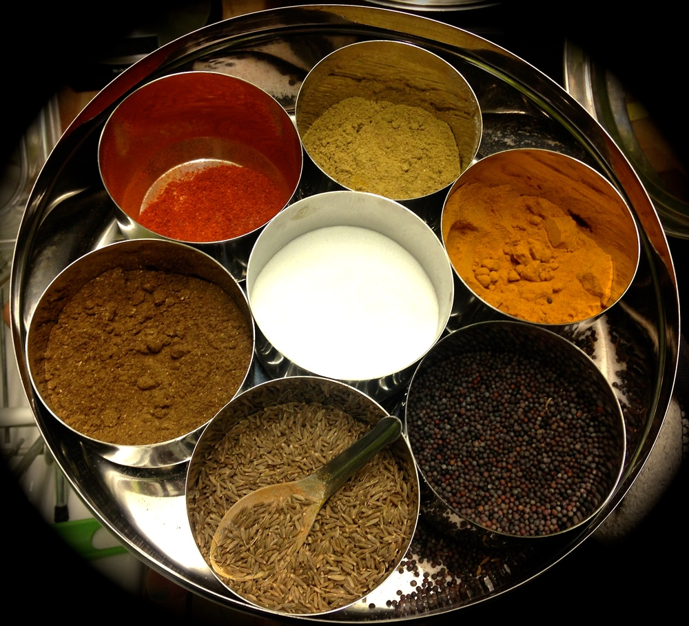 Must-have spices: turmeric, cumin, salt, cayenne peper, fennel seeds, paprika and cinnamon.