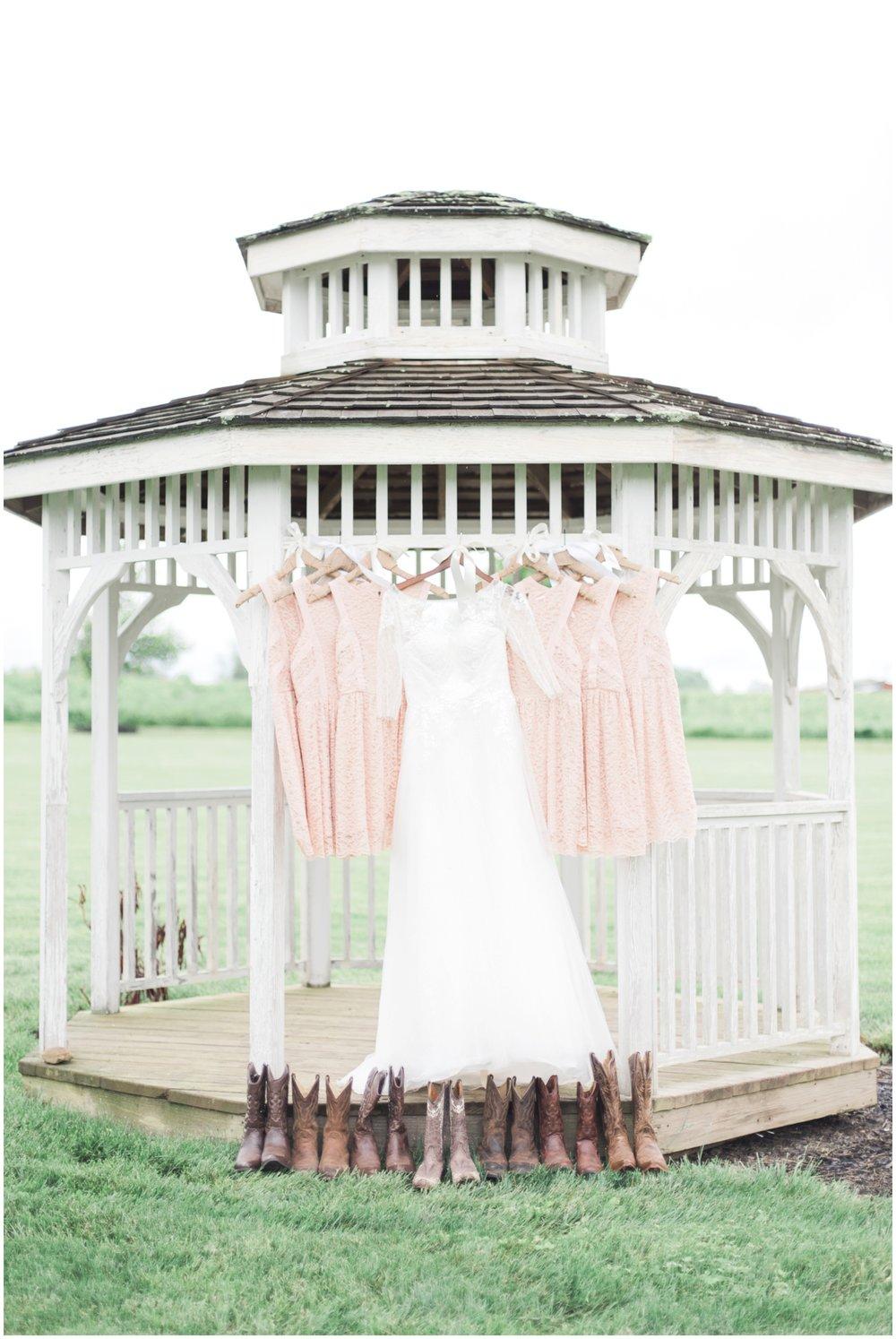barn-at-the-backwoods-thornville-ohio-wedding-photographer-18.jpg