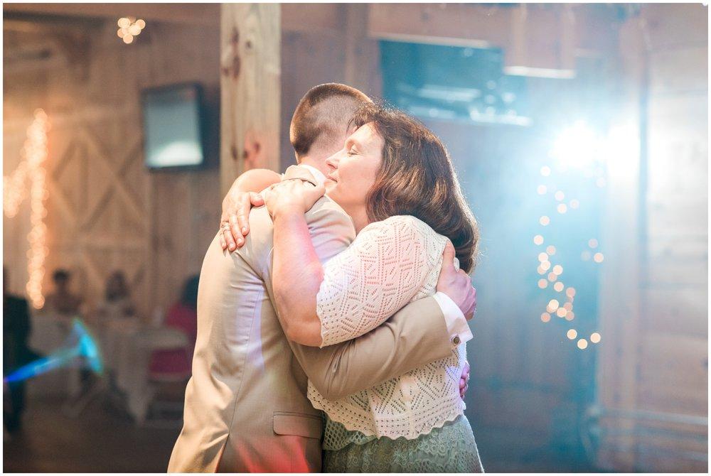 barn-at-the-backwoods-thornville-ohio-wedding-photographer-106.jpg
