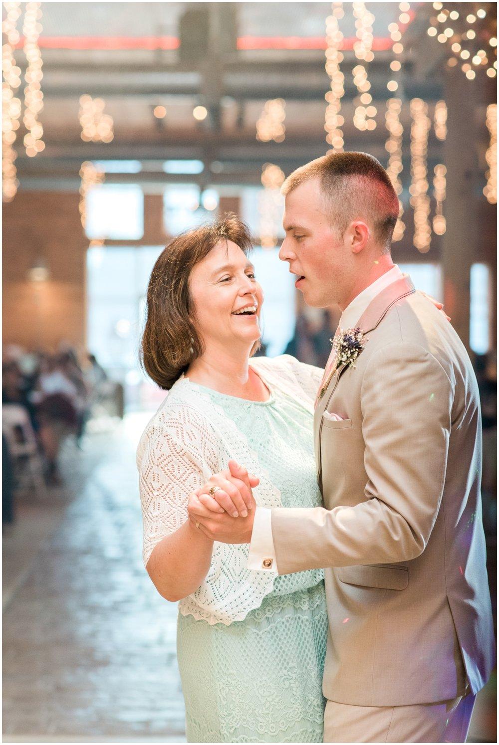 barn-at-the-backwoods-thornville-ohio-wedding-photographer-105.jpg