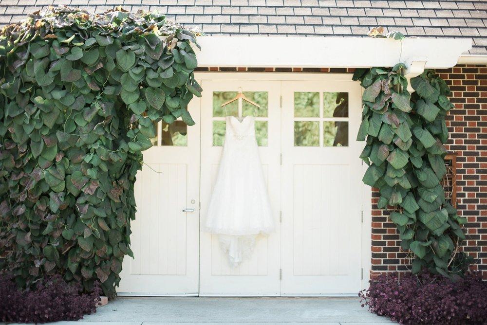 wells-barn-wedding-at-franklin-park-conservatory-11.jpg