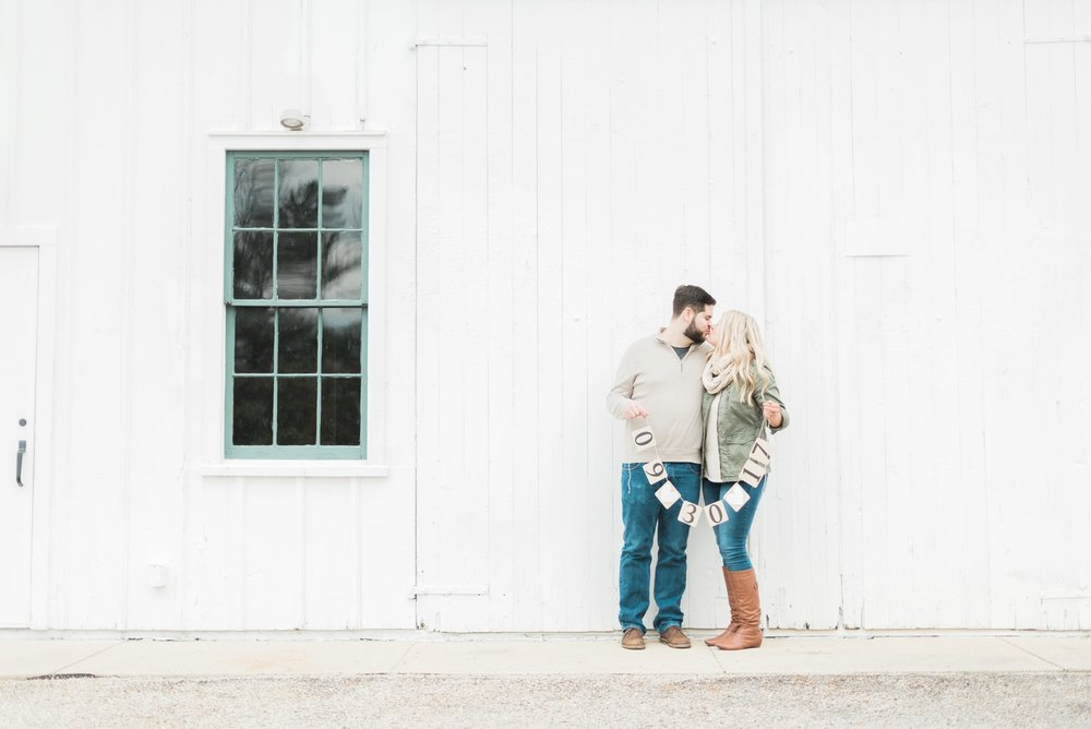 everal-barn-homestead-westerville-ohio-engagement-11.jpg