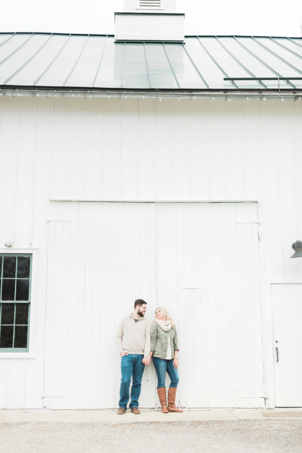 everal-barn-homestead-westerville-ohio-engagement-17.jpg