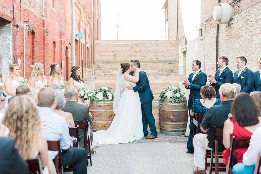 via-vecchia-winery-wedding-columbus-ohio_0117.jpg