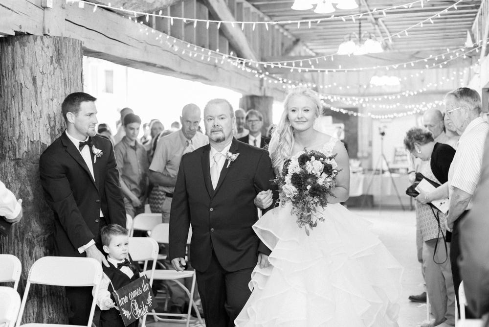 blessings-farmstead-wedding-lancaster-ohio-whitney-colby_0101.jpg