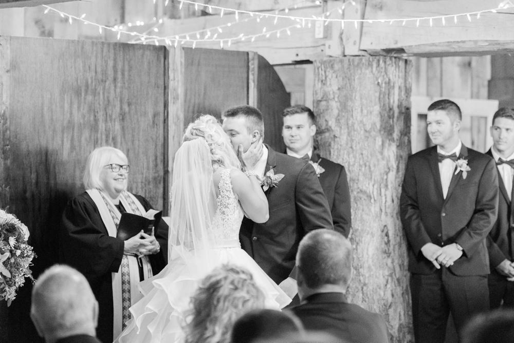 blessings-farmstead-wedding-lancaster-ohio-whitney-colby_0103.jpg