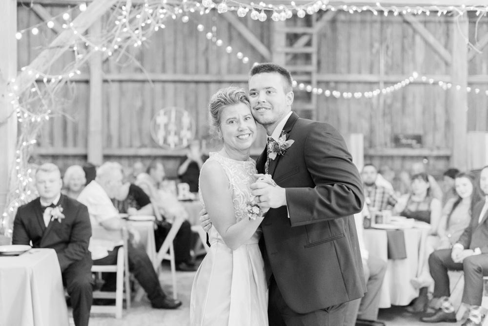 blessings-farmstead-wedding-lancaster-ohio-whitney-colby_0169.jpg