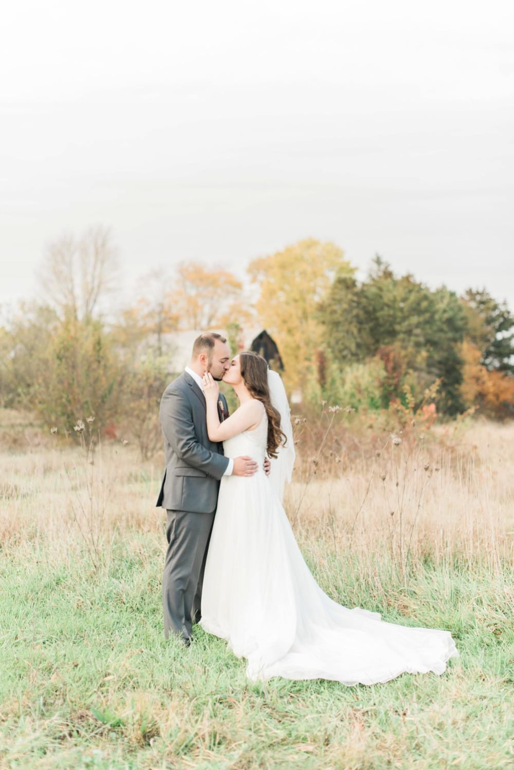 ricciardis-tree-farm-wedding-wadsworth-ohio-lauren-ryan_0112.jpg