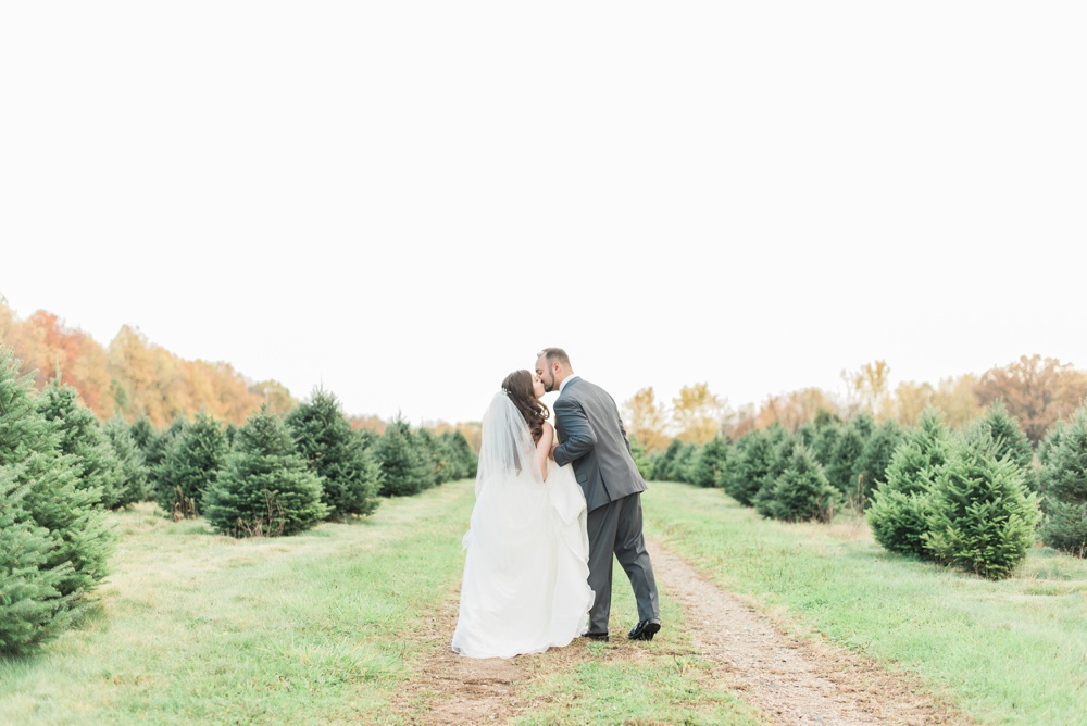 ricciardis-tree-farm-wedding-wadsworth-ohio-lauren-ryan_0118.jpg