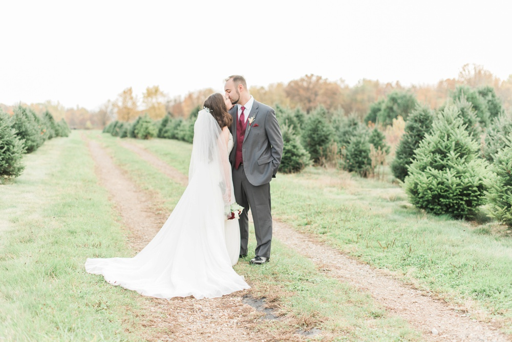 ricciardis-tree-farm-wedding-wadsworth-ohio-lauren-ryan_0125.jpg