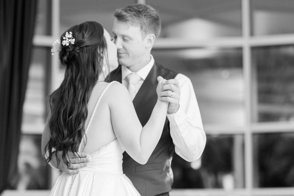 creekside-gahanna-ohio-wedding-kristin-joe_0111.jpg