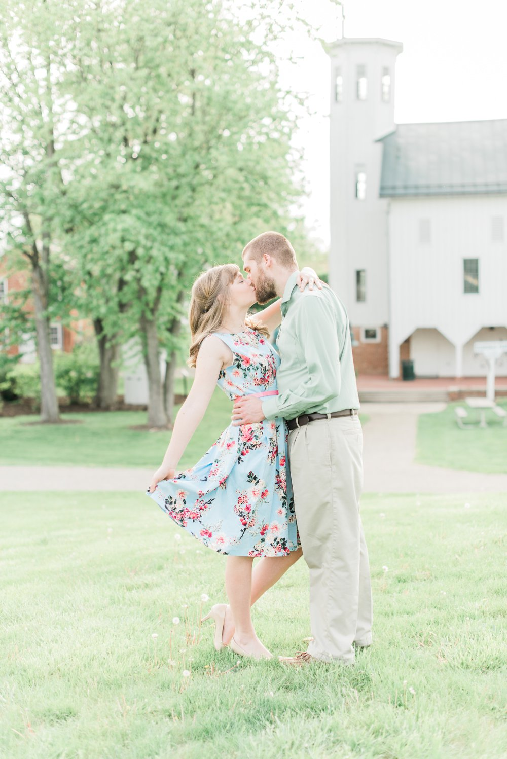everal-barn-homestead-westerville-ohio-engagement_0016.jpg