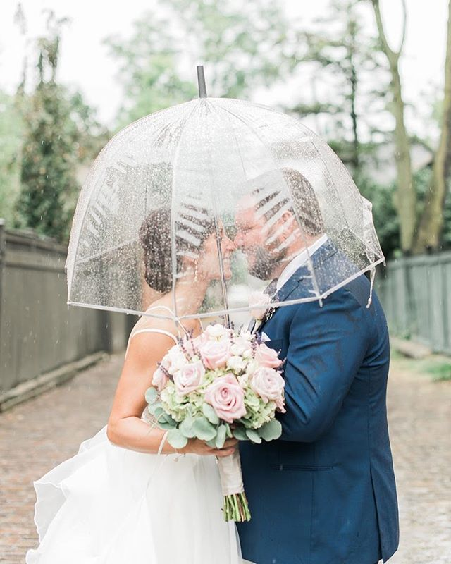 It may have rained all day long, but it didn't stop these two from having the Best Day Ever (or from making magic in their photos)! 😍 Congratulations, Liv & Tom!!