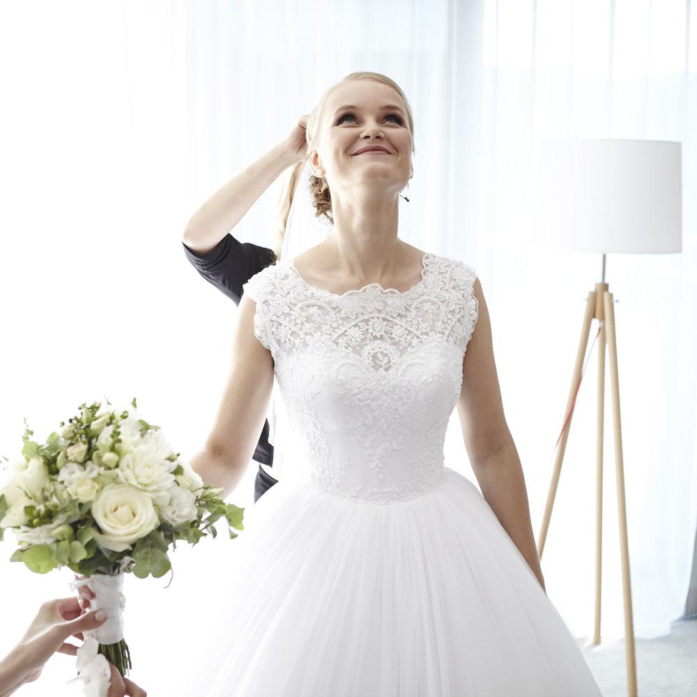 WEDDINGSVATBA - romantic and pure style wedding photographyromantická a přirozená svatební fotografie
