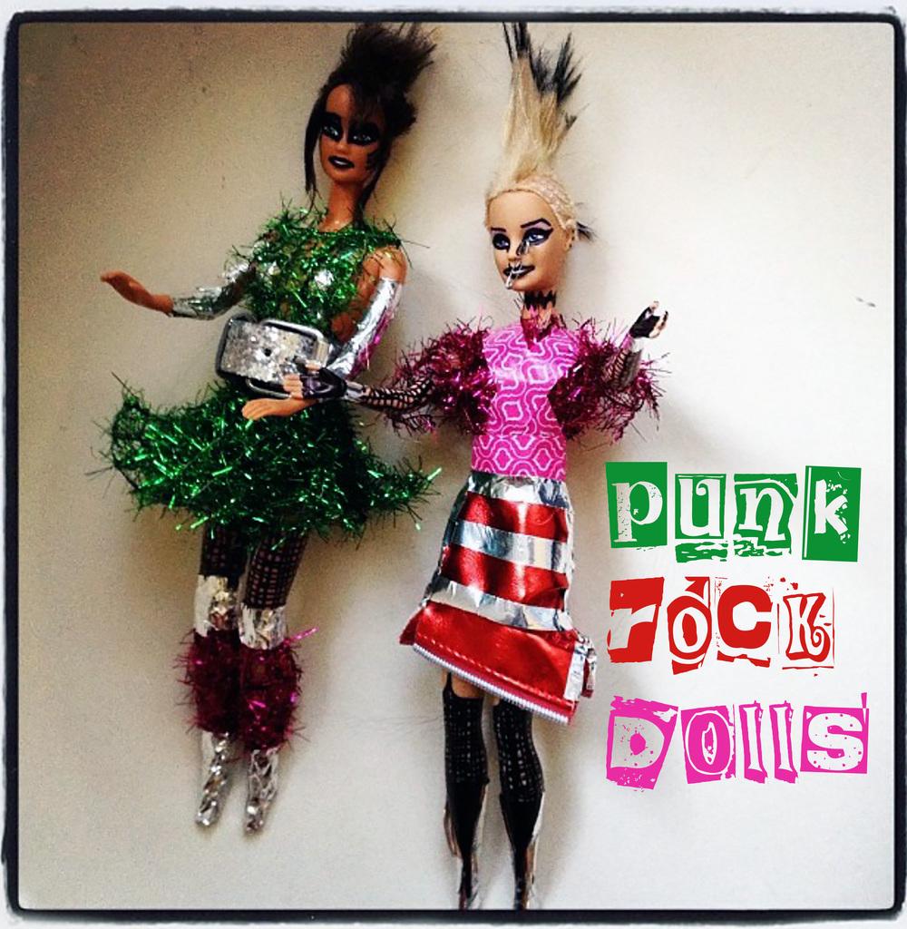 dolls logo2.jpg