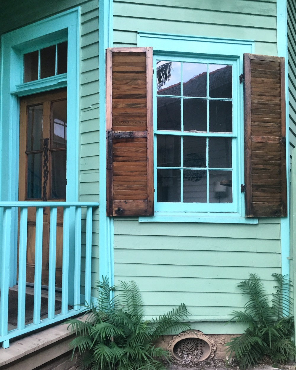 our super turquoise Airbnb in Nola