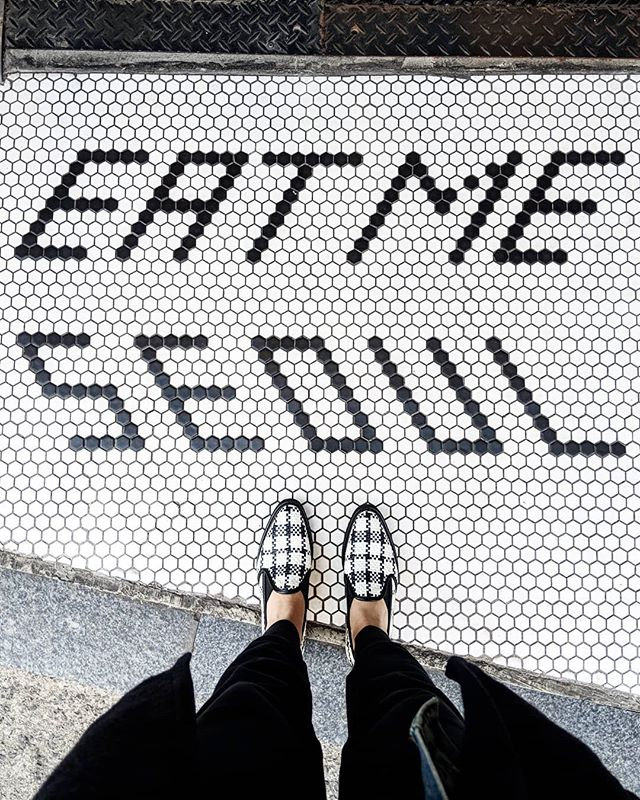 Right shoes at the right place. #seoul 🇰🇷
